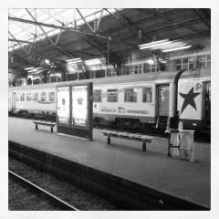 La gare, les trains, se lever tôt pour partir en week-end à la campagne...