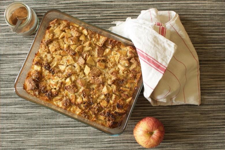 Pudding aux pommes et à la cannelle