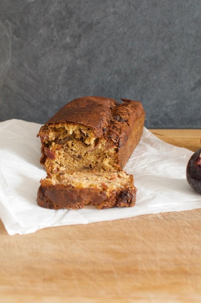 Tranche de cake aux figues et au jambon cru