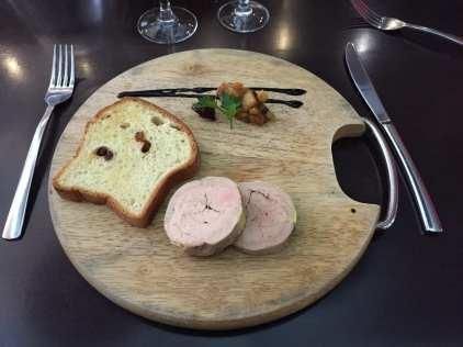 Marbré de foie Gras, ratatouille de fruits, coulis de fiche et brioche aux raisins (menu 26,9 €)