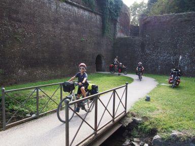 Lucca : sortie de la forteresse