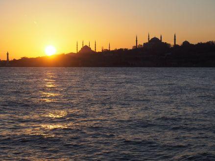 Coucher de soleil sur la mosquée Sultanahmet et Sainte Sophie
