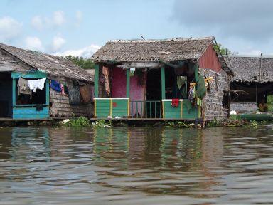 Habitation flottante sur le Tonlé Sap