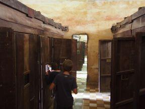 S21: visite des cellules dans les anciennes salles de classe