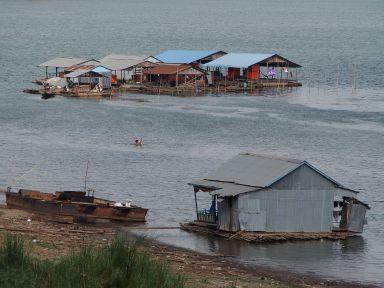 à Kompong Chom