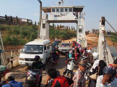 Changement de rives du Mékong