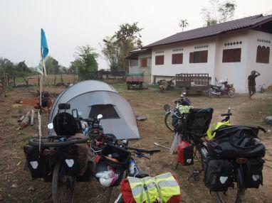 Bivouac chez l'habitant au bord du Mékong
