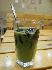 Un petit verre de chè? Thé au lait et thé en gelé, c'est vert, doux et amer!
