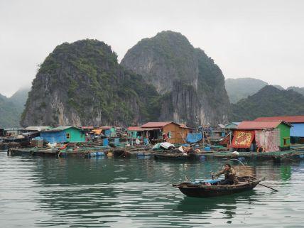 Visite d'un village flottant de pêcheurs