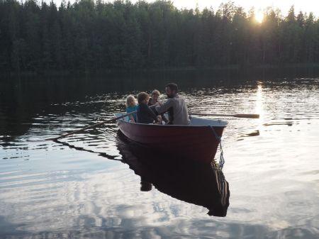 Animation de la soirée: promenade en barque et ...