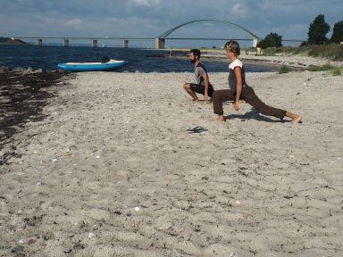 Étirements matinaux sur une plage de l'île de Fehmarn