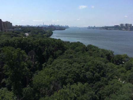 Manhattan est déjà bien loin