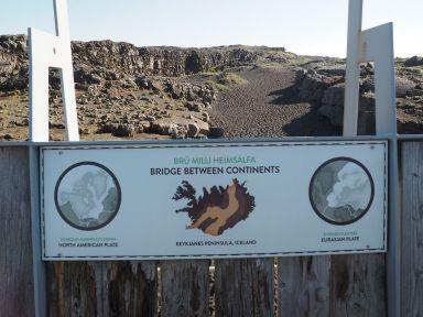 Nous sommes pile à la jonction entre les plaques tectoniques américaine et eurasienne.