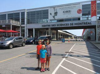 Devant le centre des sciences de Montréal