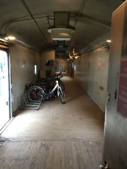 ... un wagon fret pour nos vélos...