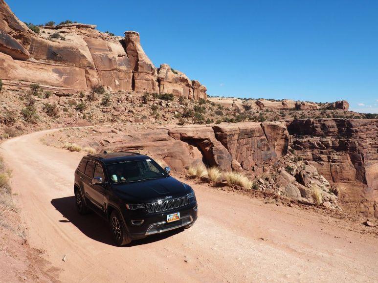 """Avec notre """"petite"""" voiture sur le white rim trail"""
