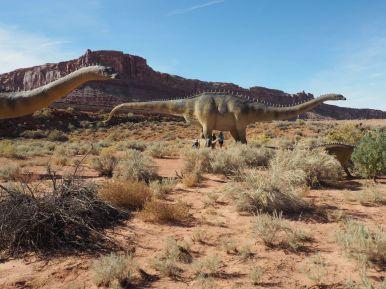 Les enfants ont décidé de visiter un parc sur les dinosaures