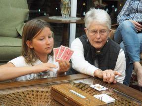 Et Inès aux cartes avec Irène