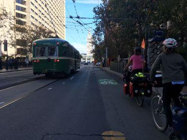 Trolley-bus ou vélo ?