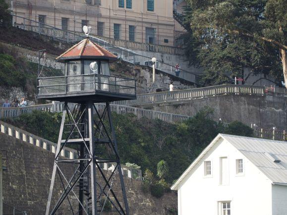 La prison était bien gardée
