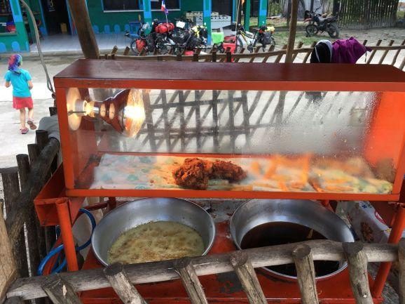 Et le poulet frit est disponbible à tout moment de la journée ...!