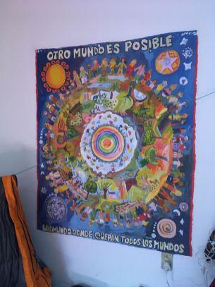 Sur le mur de notrer chambre :Un autre monde est possible