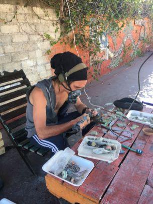 Un ancien prothésiste dentaire reconverti en tailleur de pierres