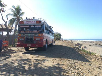Bus local sur la piste