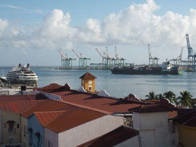 Le port de Colon. Vue depuis l'hôtel.