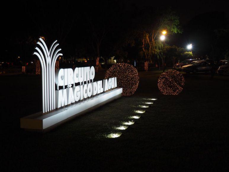 Balade nocturne dans un parc populaire