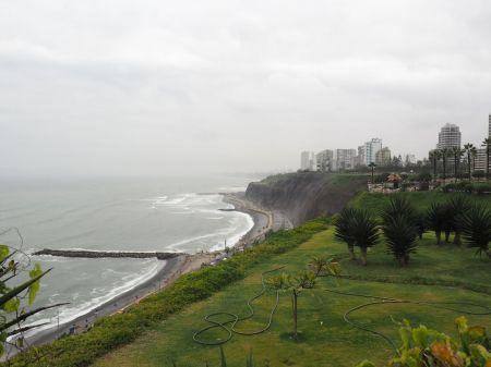Lima au bord du Pacifique et son ciel gris (mais sec youpi !)