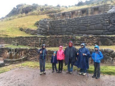 Première visite de site inca écourtée par la pluie (heureusement ce sera la dernière journée mouillée à déplorer)