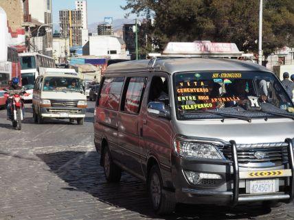 Sinon il y a profusion de minibus qui s'arretent et redémarrent dans une anarchie acceptée.