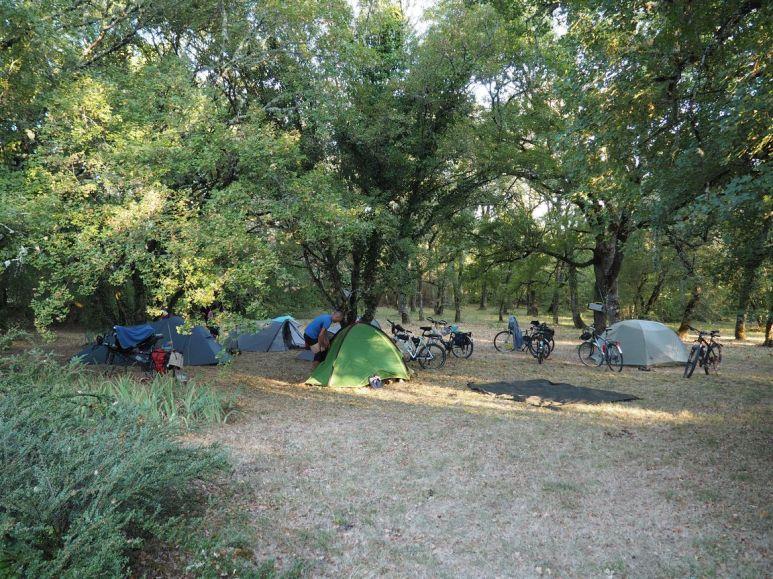 Non nous ne sommes pas sur un terrain de camping !!!
