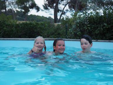 Et re-plouf la piscine tant attendue des enfants !