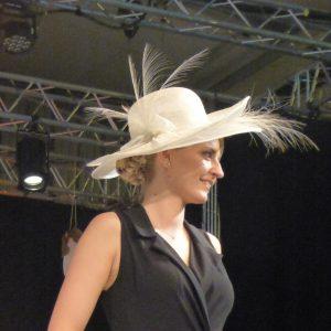 capeline mariage blanche avec plumes d'aigrettes -245€