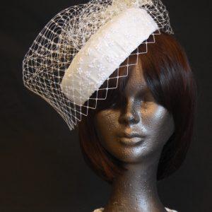 Chapeau de mariée en soie rétro - 210 €