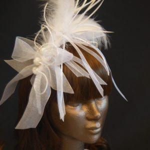 Parure de tête mariage plumes et rubans- 55€