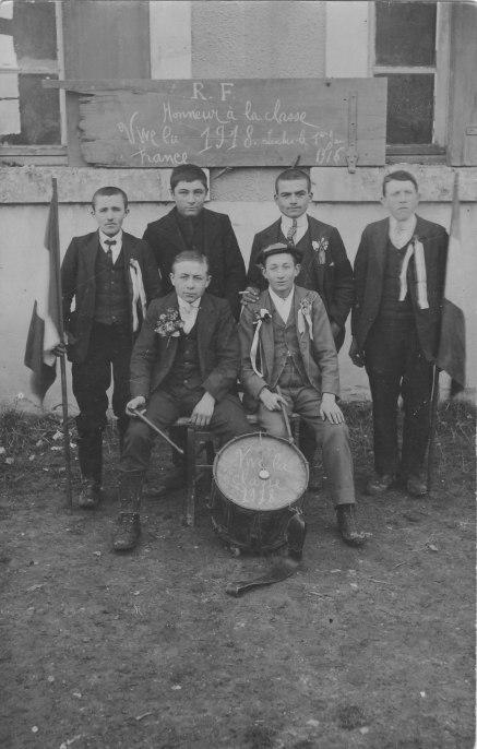 Classe 1918 devant mairie-école