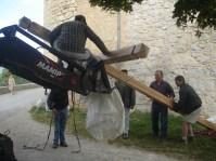 La croix placée sur le tracteur