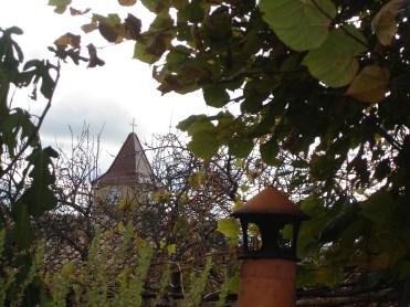 Le clocher et la cheminée du four