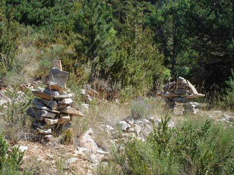 Cairns sentier pied du Puy
