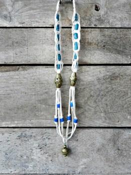 """""""Des noeuds"""", collier macramé et perles africaines"""