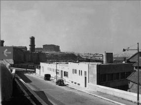 1947 : la façade sur l'avenue Vaudoyer vers la Tourette, le fort Saint-Jean et le Pharo en arrière-plan