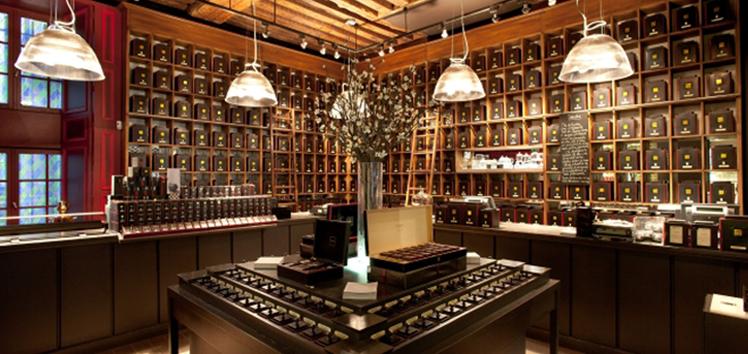Dammann Frères http://www.dammann.fr/fr/ Une enseigne de thé qui fait aujourd'hui la fierté des Strasbourgeois. La petite boutique des Frères Dammann se situe près de la Petite France et propose une déclinaison de mélanges plus envoûtants les uns que les autres. Mon coup de coeur : le thé de la Cathédrale.