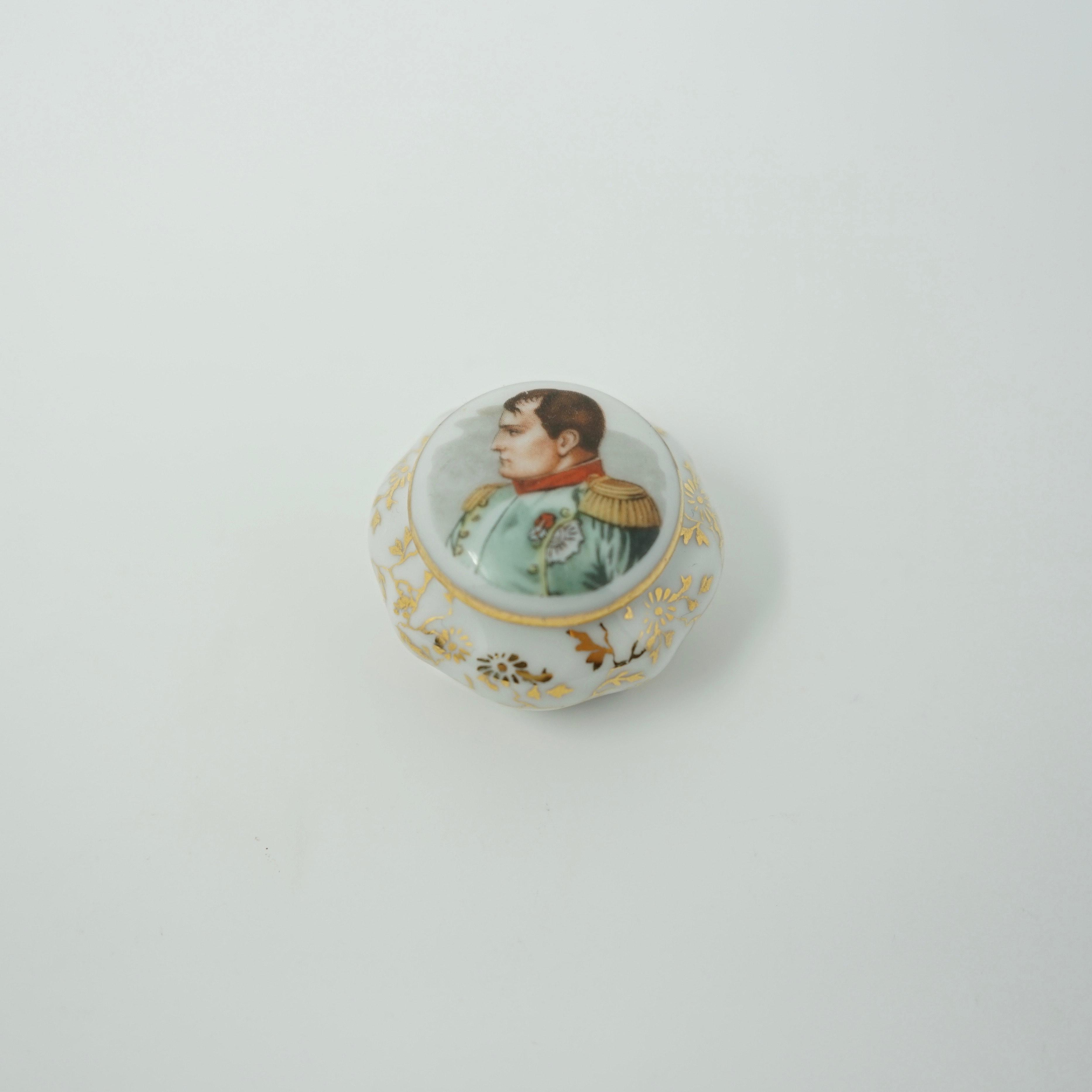 Pilulier Napoléon en Porcelaine