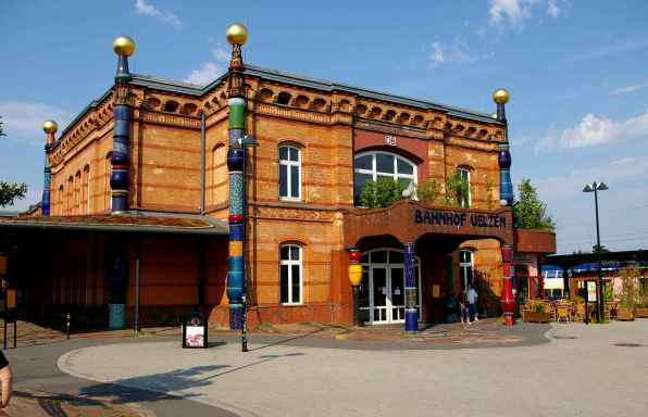 jens-steinbeisserbahnhof-uelzen-hundertwasser-bahnhof-e6f6-diaporama
