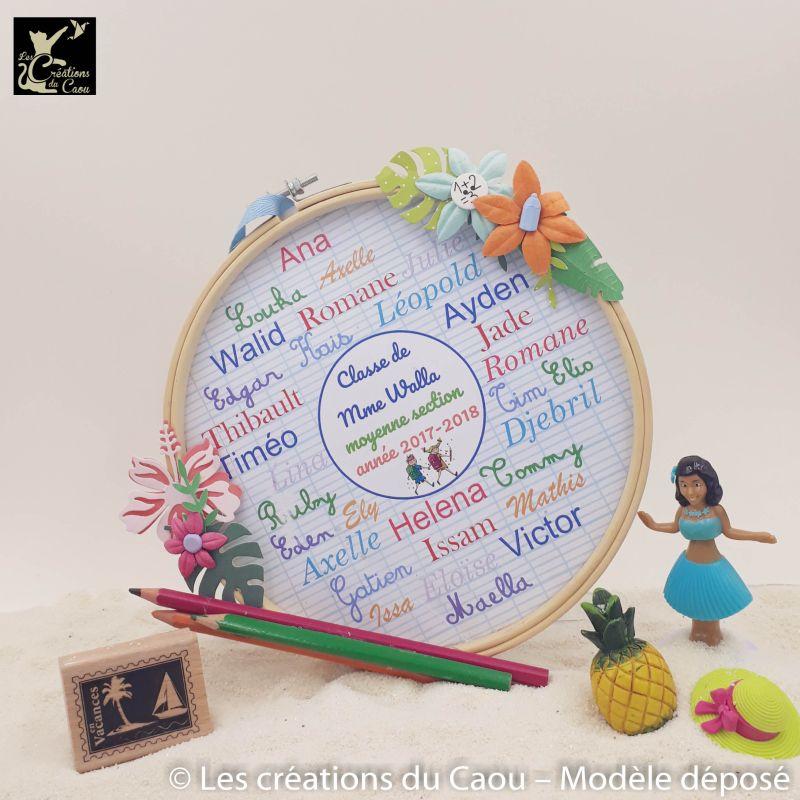 A la recherche d'un cadeau unique pour remercier la maitresse (ou le maitre) de votre enfant ? Tous les prénoms, le niveau et l'année sur le cercle.