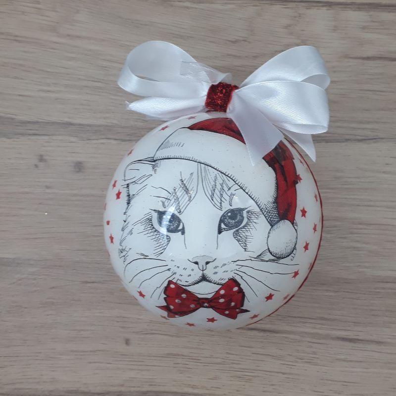 Grande boule décorée à la main blanche avec une tête de chat stylisée