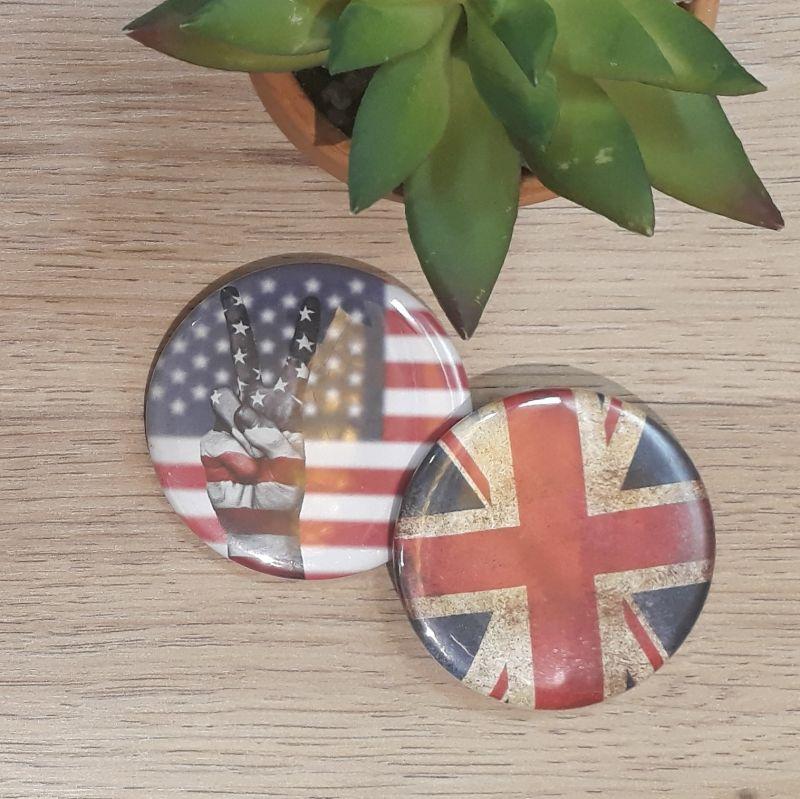 Magnet, badge réalisé à la main dans notre atelier de Lambersart (Lille) pour un fan des Etats Unis ou du Royaume Uni.